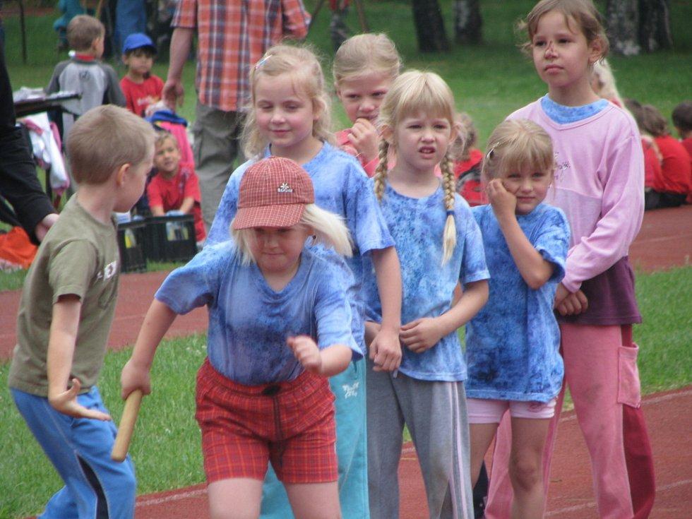 Na atletickém stadionu v Kolíně závodily děti z celého kraje