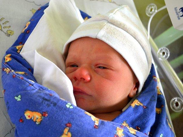 Prvním potomkem maminky Veroniky a tatínka Jiřího ze Sán je syn. Robin Čmugr se narodil 13. srpna 2014 s výškou 50 centimetrů a váhou 3430 gramů.