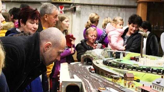 Spolek železničních modelářů z Peček tradičně prezentoval svou činnost.