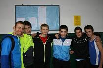 Kolínská žákovská výprava s trenérem Antonínem Morávkem (vlevo).