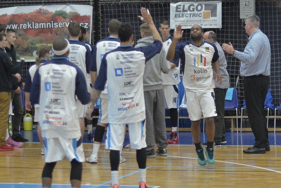 Z utkání BC Geosan Kolín - Opava (89:76).