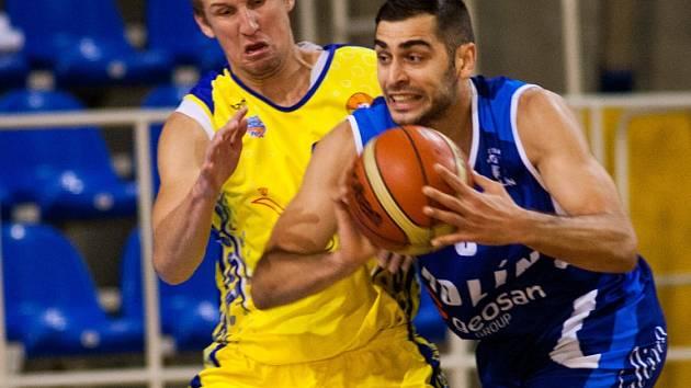 Z utkání Opava - BC Geosan Kolín (85:68).