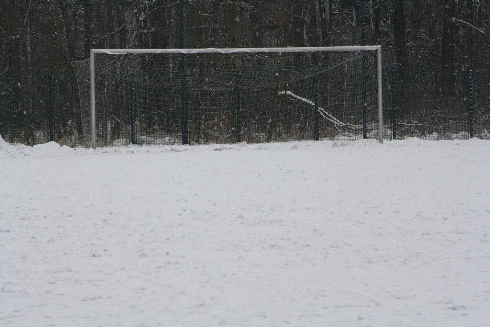 Na tomto těžkém terénu se odehrály dva zápasy. Zbylé dva se musely odložit.
