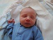 Tomáš Pecka se rozplakal 9. srpna 2017. Po porodu vážil 2848 gramů a měřil 50 centimetrů. Doma v Cerhenicích se z něj radují rodiče Lída a Tomáš a čtyřletá sestřička Nela.