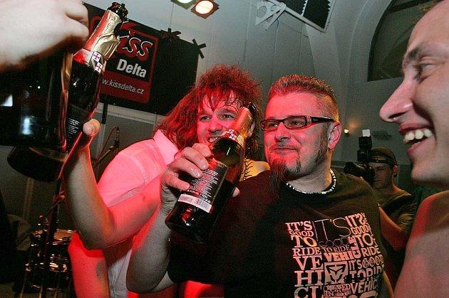 Páteční Kiss Delta Fest ve Starých lázních v Kolíně.