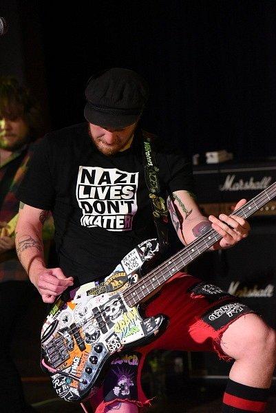 V sále kolínského Městského společenského domu si daly dostaveníčko kapely Kozičky a Blank Out.