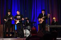 Z koncertu kapely The Beatles Revival (Original Vintage Band) s Karlem Kahovcem ve velkém sále Městského společenského domu v Kolíně.