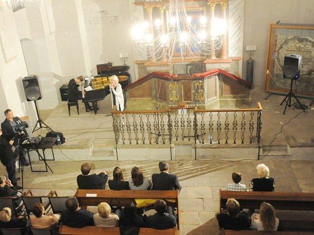 V synagoze se opravuje schránka na tóru, akce v těchto prostorách budou proto mírně omezené.