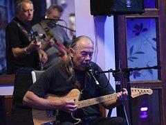 Dvě kolínské kapely zahrály v novém sídlištním prostoru.