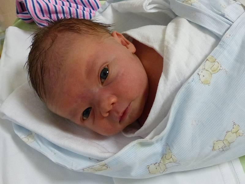 Matyáš Pařízek se narodil 30. září 2021 v kolínské porodnici, vážil 3140 g a měřil 49 cm. Do Kutné Hory si ho odvezla sestřička Karolína (10) a rodiče Eva a Martin.