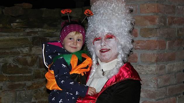 Na strašidelné slavnosti se do Ratboře vydal letos vskutku hojný počet návštěvníků.