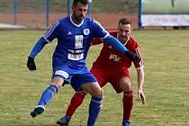 Adam Čapek (v modrém).