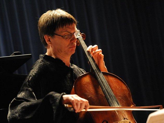 Jan Škrdlík a Šárka Besperátová zahráli kolínskému publiku