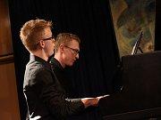 Osmý koncert letošního již třiapadesátého cyklu kolínského Kruhu přátel hudby pod názvem Dva klavíristé představil dvojici mladých nadějných muzikantů.