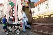 Reportáž.Vyrazili jsme s maminkami v Kolíně po nákupech.S hlubokým kočárkem to bylo obzvlášť obtížné