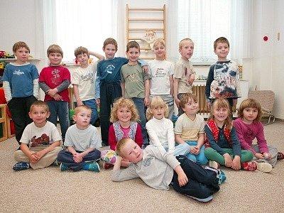 Třída Sluníček pracuje pod vedením třídní učitelky Marie Dvořákové a učitelky Libuše Pecinové.