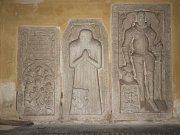 Náhrobní kameny pánů Libenických z Vrchovišť.
