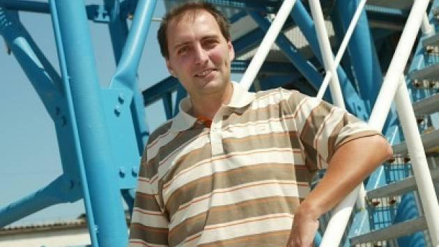 Josef Slanař (34 let) po absolvování Středního odborného učiliště stavebního v Praze pracoval v oboru truhlářství. Svou podnikatelskou činnost zahájil v roce 1997  v oblasti stavebnictví – výroba maltových a betonových směsí. Je ženatý a má dvě děti.