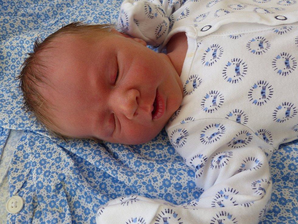 Sebastian Bareš se narodil 18. května 2020 v kolínské porodnici, vážil 3160 g a měřil 50 cm. V Kutné Hoře bude bydlet s maminkou Simonou a tatínkem Michalem.