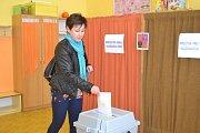 Volební místnosti se otevřely ve dvě hodiny