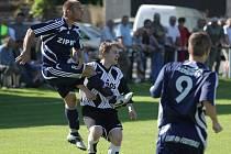Z okresního fotbalového derby I.A třídy Červené Pečky - Kouřim (2:2)