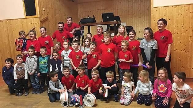 Cerhenické děti letos zahájí soutěžní sezonu v požárním sportu Kosteleckými útoky.