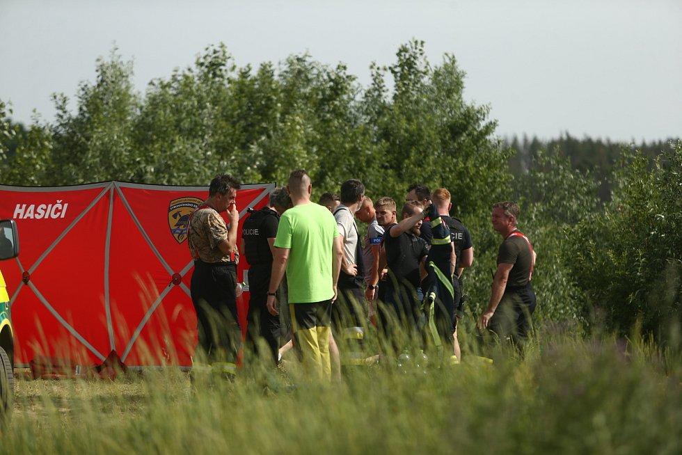 K utonutí muže došlo v písníku ve Velkém Oseku v neděli 20. června 2021.