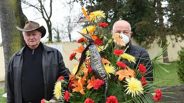 Z posledního rozloučení s muzikantem Josefem Janstou v Kolíně.