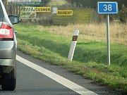 Kolony v obou směrech na silnici I/38 po dopravní nehodě mezi odbočkami na Starý Kolín a Kaňk.