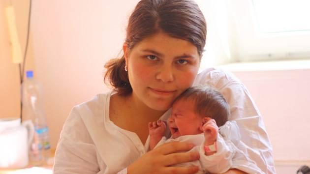 Sabina Slavíková přišla na svět 9. května 2012 s mírami 49 centimetrů a 3350 gramů. S maminkou Ivetou, tatínkem Lubošem a čtyřletým bráškou Danečkem bude vyrůstat v  Kolíně.