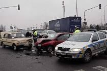 Nehoda na křižovatce u kolínského Futura
