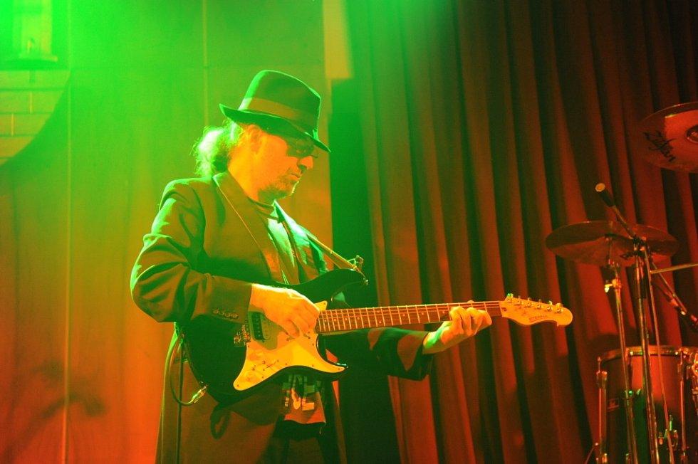 Poprvé v kolínském Městském společenském domě zahrála v sobotu večer pražská kapela Vítkovo kvarteto.