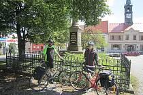 První zastávka cesty, v Chotěboři, po 62 ujetých kilometrech. To na nás čekalo ještě 290 kilometrů.