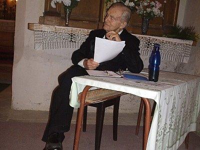 Herec Národního divadla v Praze Radovan Lukavský rád pohostinsky vystupoval v českých a moravských regionech