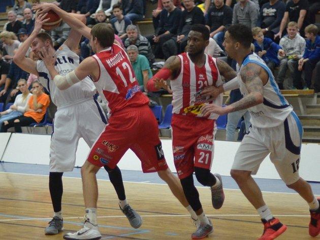 Z pohárového utkání BC Geosan Kolín - Pardubice (71:75).
