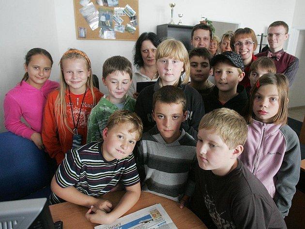 Žáci v redakci Kolínského deníku s redaktory