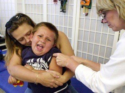 """Hlavně děti berou """"včeličku"""" v ordinaci jako něco velmi bolestivého, ale očkování se určitě vyplatí."""