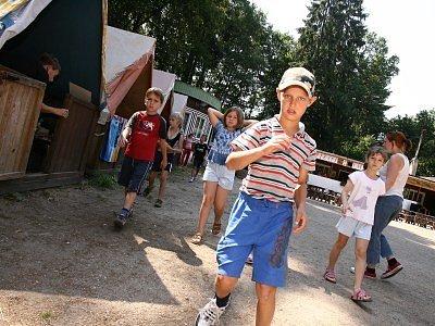 Děti z letního tábora v Hryzelích.