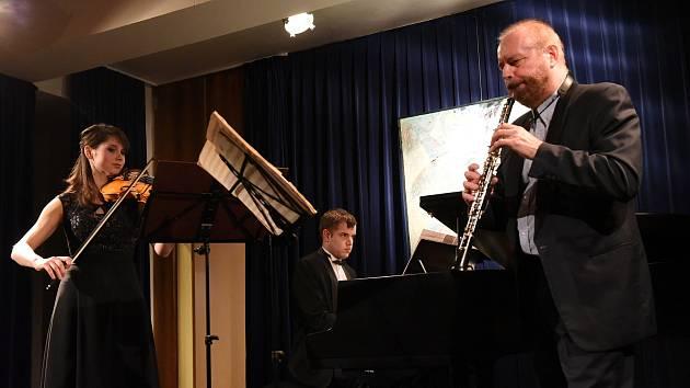 Z třetího koncertu pětapadesátého cyklu Kruhu přátel hudby v Kolíně: Adamusovo trio.