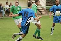 Z přípravného fotbalového střetnutí Ratboř - Červené Pečky (2:2)