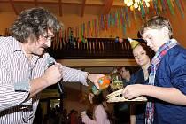 Již po několikáté uspořádali pracovníci kolínského Domu dětí a mládeže oslavu posledního dne v roce pro nejmenší na Silvestra dopoledne v sále Na Zámecké.