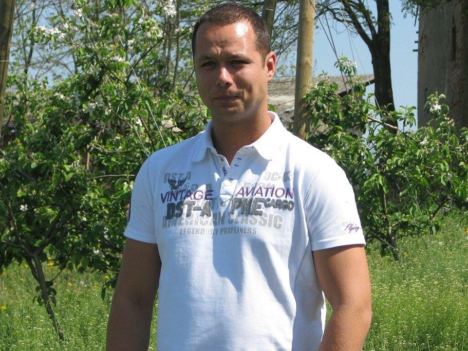 Nepřehlédnutelné  jabloňové sady v Tuchorazi a okolí