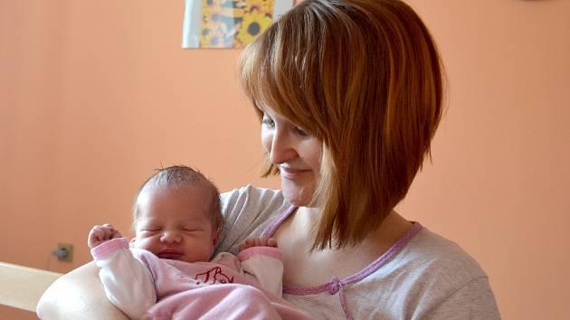 Magdaléna Nováková se poprvé rozplakala 25. března 2015 s mírami 50 centimetrů a 2975 gramů. Doma v Uhlířských Janovicích ji přivítali maminka Jana, tatínek Jakub a sestřička Evička (20 měsíců).