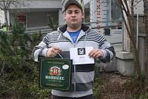 Jan Flieger získal za vítězství ve třetím kole karton piv značky Rohozec a poukaz v hodnotě 100,-Kč do kolínské kavárny Kristián. Pracovně zaneprázdněného vítěze zastoupil kamarád Miroslav Pros, vítěz druhého kola.