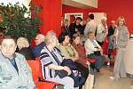 Do Oblastní nemocnice v Kolíně proudily v sobotu davy lidí už od rána.