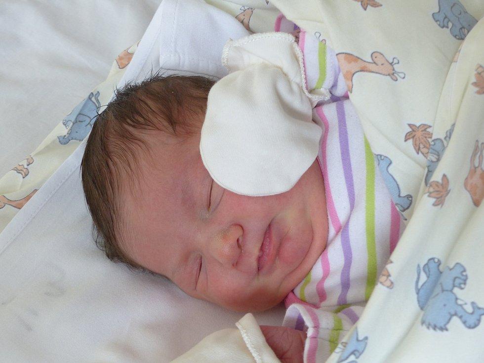 Nela Stašková se narodila 16. února 2021 v kolínské porodnici, vážila 3805 g a měřila 49 cm. Do Choťovic si ji odvezla sestřička Kristýnka (4.5) a rodiče Silvia a Ondřej.