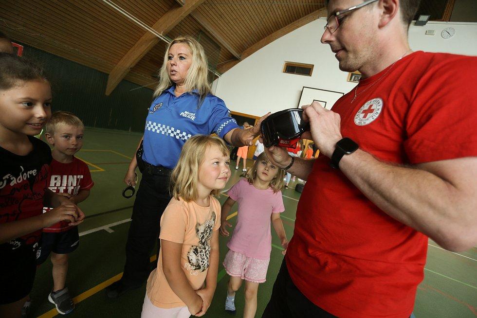Z návštěvy strážníků Městské policie v Kolíně na příměstském táboře v Týnci nad Labem.