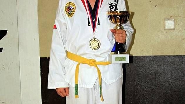 Kolínská Jitka Poláčková v bojovém umění taekwondo WTFzatím válí. Se žlutozeleným páskem vyhrála pražské Czech Open a čeká ji slibná kariéra.