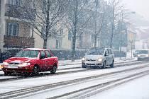Sníh potrápil řidiče na Kolínsku