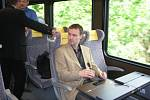 Ve vlaku budou obcházet stevardky jako v letadle. Máte-li iPad, budete si moci rovnou objednat z menu.
